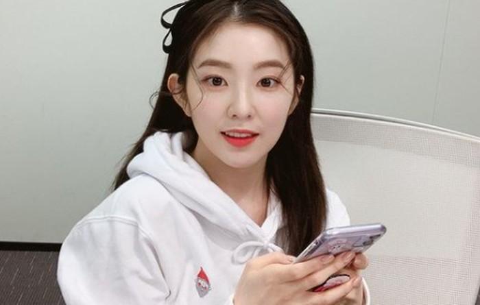 Irene (Red Velvet), dicasting saat menemani temannya audisi.Sayangnya, temannya yang saat itu mengikuti audisi justru tidak lolos, dan malah Iren yang berhasil melaju hingga ke panggung debut./ foto: instagram.com/irenebaebae
