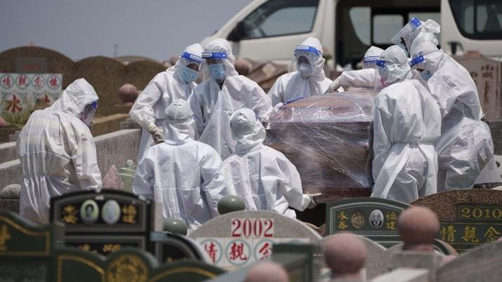 Kasus kematian akibat Covid-19 meningkat di Malaysia. (AP/Vincent Thian)