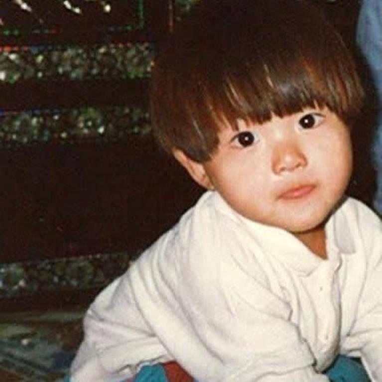 Selain akting yaang bagus, ketampanan Song Joong Ki curi perhatian. Penasaran lihat ketampanannya sejak kecil? Yuk intip!