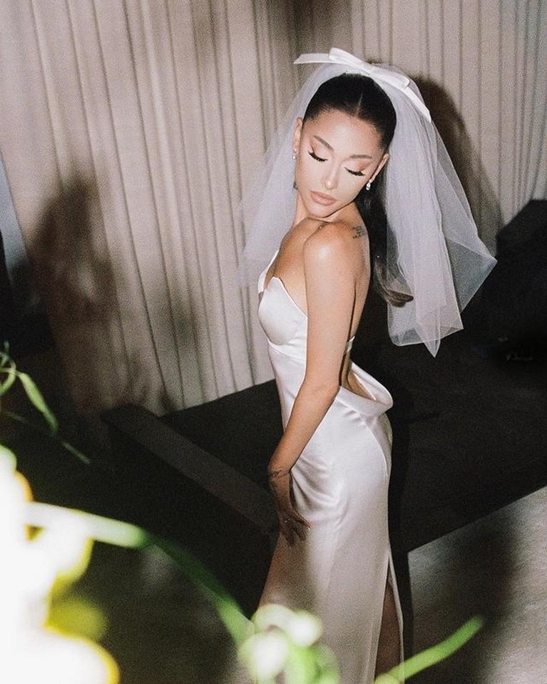 Arianna Grande dan Dalton Gomez telah resmi menikah. Berikut adalah momen pernikahan mereka!