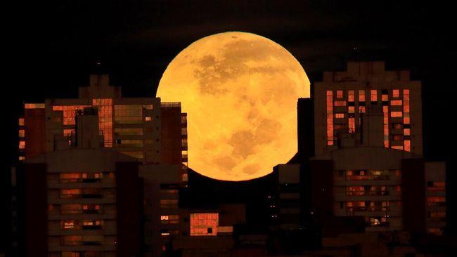 Fase Bulan purnama terjadi pada 25 Juni pukul 01.39.33 WIB/02.39.33 WITA/03.39.33 WIT. Namun, bulan sudah dapat disaksikan sejak 24 Juni saat pada malam hari.