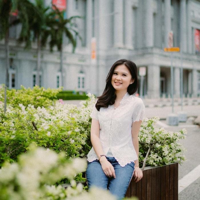 Beberapa waktu lalu, tepatnya diperayaan Hari Kartini, Felicia sempat mengunggah potretnya ketika mengenakan kebaya. Dipadukan dengan jeans denim, ia terlihat begitu memukau dengan kebaya berwarna putihnya. (Instagram.com/feliciatissue)