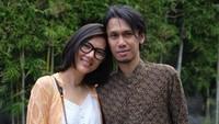 <p>Gitaris Sheila On 7 (SO7), Eross Candra diketahui telah menikah dengan perempuan bernama Sarah Diorita, Bunda. (Foto: Instagram)</p>