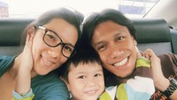 <p>Kebahagiaan pasangan ini semakin lengkap sejak kelahiran buah hati mereka, Bunda. (Foto: Instagram)</p>