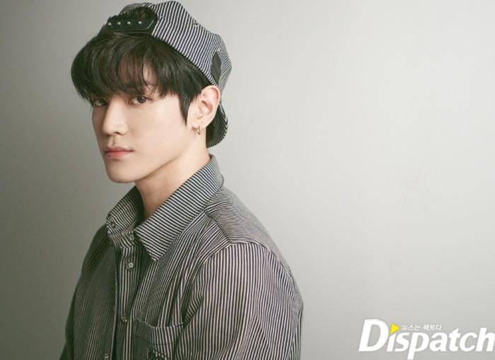 Kali ini bersama Dispatch, Taeyong tidak hanya mengabadikan momen. Ia juga melakukan sedikit wawancara. Taeyong sangat antusias ketika ditanya soal karier bermusiknya / foto: instagram.com/koreadispatch