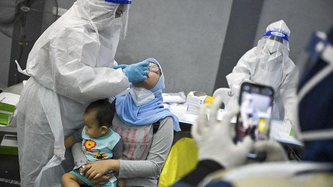 Epidemiolog Dicky Budiman membedah berbagai faktor di balik kasus infeksi Covid-19 di Malaysia yang masih tinggi.