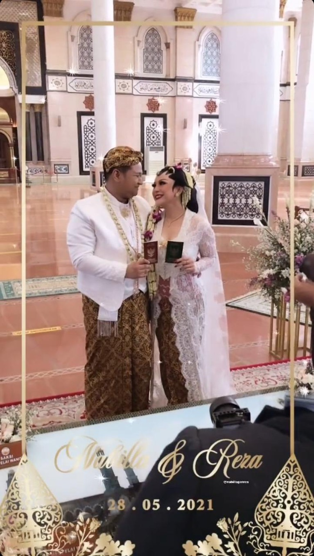 Nabilla Gomes resmi dinikahi oleh kekasihnya hari ini Jumat (28/5). Yuk kita intip potret pernikahan mereka!