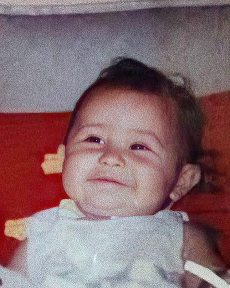Unggahan foto Prilly Latuconsina saat bayi di Instagram mencuri perhatian. Yuk kita intip bagaimana potret Prilly!