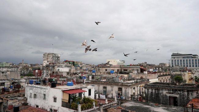 AS menjatuhkan sanksi ke Kuba atas tindakan represif yang mereka lakukan terhadap pengunjuk rasa anti pemerintah. Sanksi salah satunya berbentuk pembekuan aset.