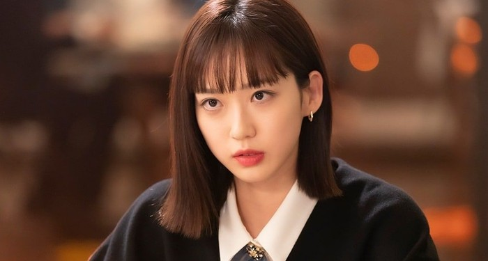 Joo Seok Kyung, kembaran Seok Hoon yang juga jadi saingan Ha Eun Byeol. Ia punya peran penting di season 3. Sebelumnya, Seok Kyung sudah mengancam ibu tirinya dengan fakta pembunuhan juga / foto: instagram.com/sbsdrama.official