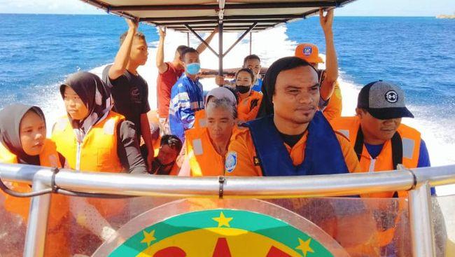 Satu penumpang diduga hilang saat kapal Karya Indah terbakar di Maluku Utara.