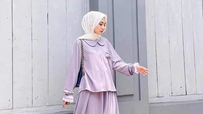 5 Ide Mix and Match Peter Pan Collar Blouse untuk Hijabers, Tampil Fresh dan Fashionable