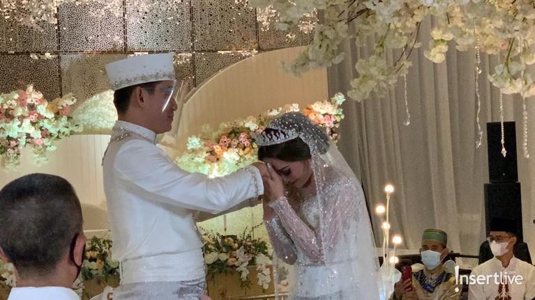 Ifan Seventeen telah resmi melepas status dudanya dengan menikahi Citra Monica. Yuk kita intip senyum bahagia Ifan!