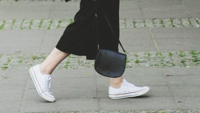 Sneaker Day! Padu Padan Outfit Kece dengan Sneaker Kesayanganmu