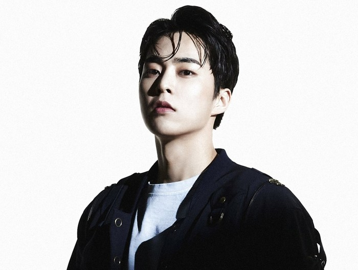 Xiumin. Baru menyelesaikan wajib militernya beberapa waktu lalu. Ia mengaku merasa bahagia bisa berkumpul kembali bersama para member di comeback ini / foto: twitter.com/weareoneEXO