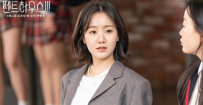 Yoo Je Ni, saingan Bae Ro Na sejak di bangku SMP. Ia sempat berubah menjadi baik terhadap Ro Na. Sayangnya tidak bertahan lama, karena ibunya masuk penjara / foto: instagram.com/sbsdrama.official