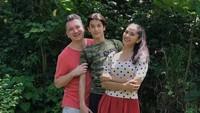 <p>Maudy Koesnaedi dan Frederik Johannes Meijer telah menikah selama 19 tahun. Dari pernikahan itu, mereka dikaruniai buah cinta bernama Eddy Maliq Meijer.<br />(Foto: Instagram: @maudykoesnaedi)</p>