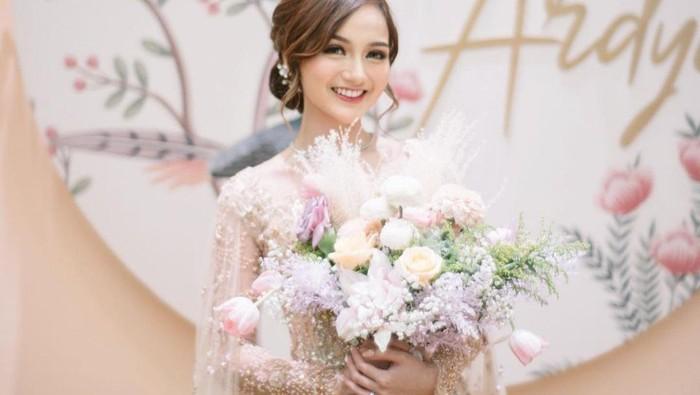 Menikah Hari Ini, 7 Potret Cantik Nanda Arsyinta dari Tunangan - Pengajian