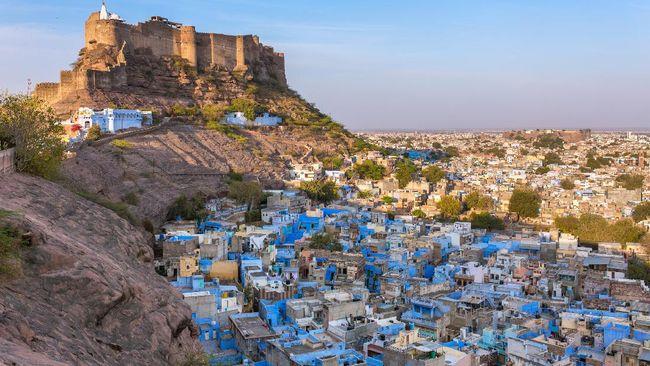 Kota Jodhpur nyatanya sangat asyik untuk dihuni, salah satunya karena banyak kafe dan restoran cantik plus berpemandangan indah untuk kongko.
