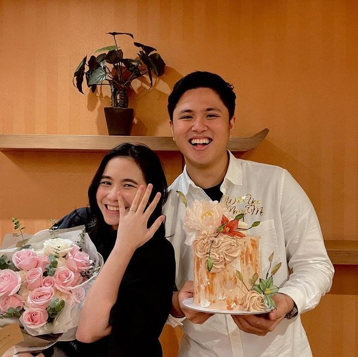 Heisel telah mengutarakan niatnya untuk menikahi Ashilla pada Februari lalu. Bertepatan dengan hari ulang tahun Ashilla ke-24, Heisel memberi kejutan berupa kue bertuliskan