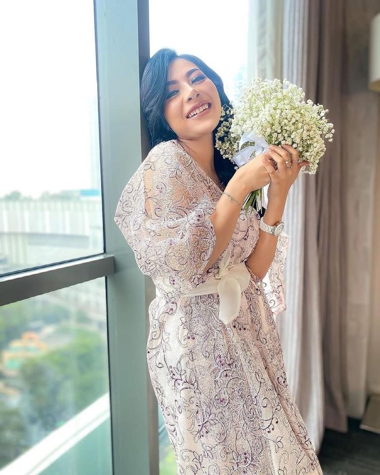 Belum lama hijrah, Liza Aditya putuskan lepas hijab. Yuk kita intip potretnya tanpa hijab!