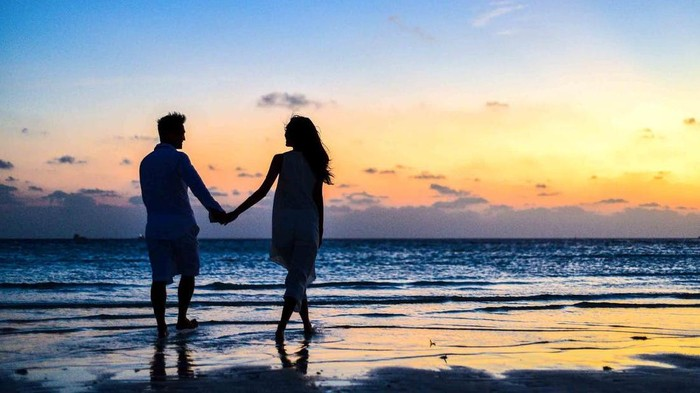 Baru Jadian? Ini 5 Topik Pembicaraan Hangat untuk Pasangan Baru Agar Hubungan Tetap Awet