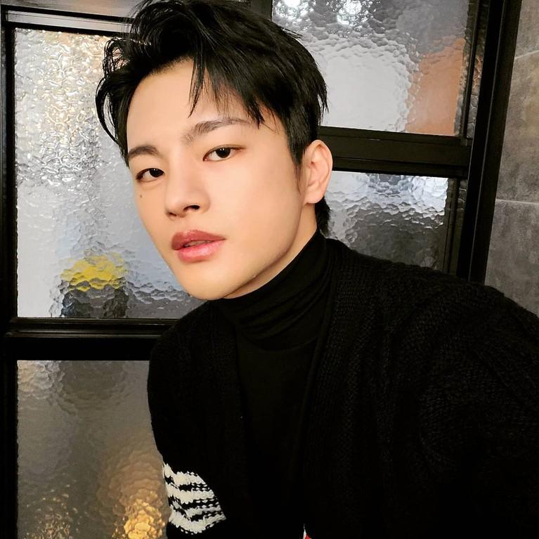 Seo In Guk mengakui wajahnya kerap berubah-ubah, kadang ia terlihat tampan dan kadang terlihat jelek. Yuk kita intip bagaimana potretnya!