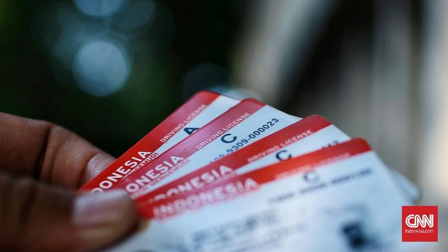 Polri sejauh ini masih berbenah dan melakukan sosialisasi terkait kepemilikan sertifikat dari sekolah mengemudi sebagai syarat untuk membuat SIM.