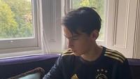 <p>Beranjak remaja, Frederik tumbuh menjadi anak yang aktif. Anak yang akrab disapa Kiran itu sangat mengagumi Ajax, klub sepakbola dari Amsterdam. (Foto: Instagram: @kartikasoekarnofoundation)</p>