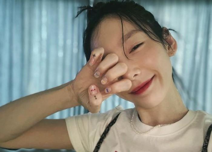 Leader dari girl group SNSD, Taeyeon, juga sukses berkarier solo. Taeyeon memiliki suara yang powerfull, dan cocok dengan berbagai genre musik. Tiap comeback, Taeyeon lagunya selalu berada di posisi satu / foto: instagram.com/taeyeon_ss