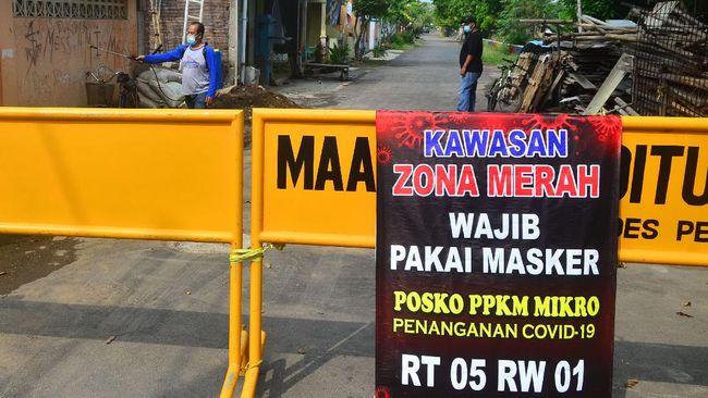 Lonjakan kasus Covid-19 yang terjadi di sejumlah daerah Indonesia membuat pemerintah mengingatkan masyarakat untuk disiplin menjalankan protokol kesehatan.