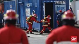 FOTO: Adu Ketangkasan Padamkan Si Jago Merah