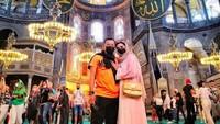 <p>Ashanty dan Anang ketika berkunjung ke Hagia Sophia. (Foto: Instagram @ananghijau)</p>