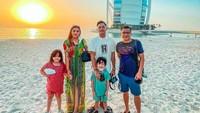 <p>Di Dubai, Ashanty, Anang dan keluarga juga sempat menginap di ikon Dubai yaitu Burj Al Arab. (Foto: Instagram @ashanty_ash)</p>