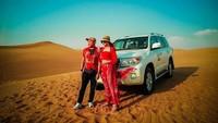 <p>Ashanty dan Anang juga menjajal offroad track di gurun, di Dubai (Foto: Instagram @ashanty_ash)</p>