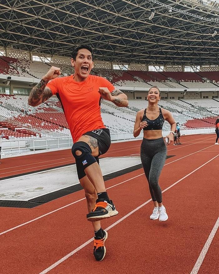 Andrea Dian dan Ganindra Bimo kerap membagi kekompakan dalam berolahraga. Mereka bahkan memiliki area fitnes sendiri di rumah mereka dengan alat angkat beban lengkap, juga tergabung dalam klub olahraga di Gelora Bung Karno/Sumber/Instagram/andreadianbimo.