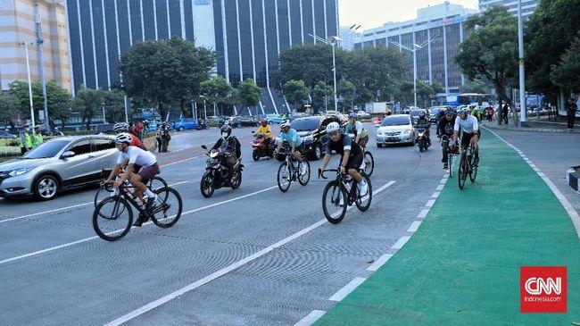 Tidak semua pesepeda memahami cara berlalu lintas yang baik dan benar di jalan raya, sehingga interaksi dengan mobil mesti ditanggapi dengan bijaksana.