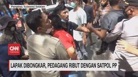 VIDEO: Lapak Dibongkar, Pedagang Ribut Dengan Satpol PP