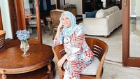 <p>Sukses menjadi aktris dan presenter, kehidupan Olla Ramlan semakin mapan ketika dipersunting oleh pengusaha kaya, Aufar Hutapea. Olla menghuni sebuah rumah mewah di kawasan Serpong. (Foto: Instagram: @ollaramlanaufar)</p>
