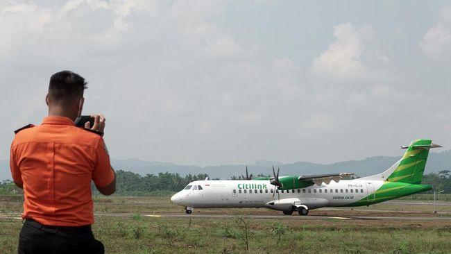 Presiden Jokowi menyebut meski Bandara Soedirman Purbalingga belum selesai dikerjakan, namun sudah dioperasikan dengan okupansi penumpang 70 persen.
