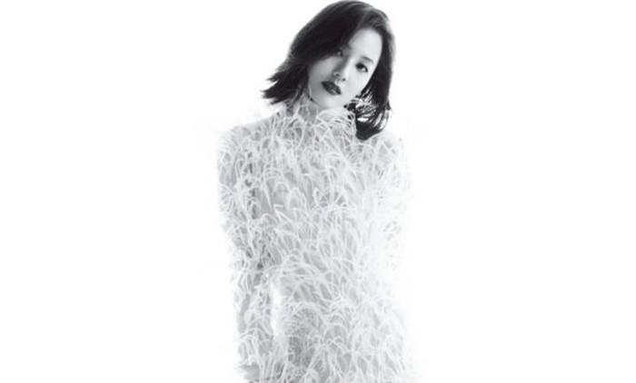 Sejak akhir tahun 2020, nama Eugene mendadak populer terutama di Indonesia, berkat kemunculannya dalam drama The Penthouse. Aura keibuannya semakin keluar berkat perannya sebagai Oh Yoon Hee, ibu dari Bae Ro Na / foto: wkorea.com