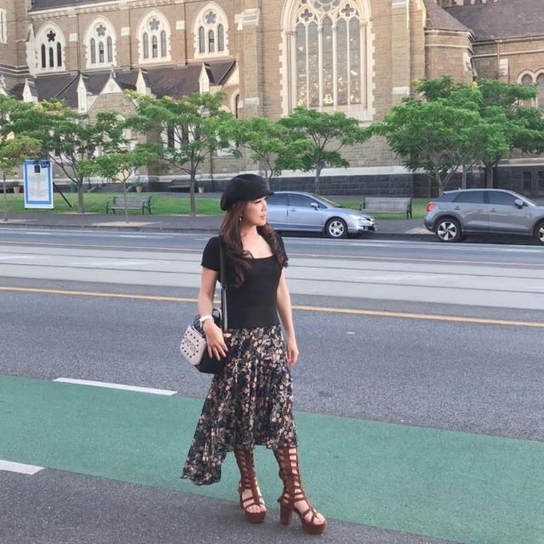 Julie Tan mendadak menjadi sorotan publik karena masalah rumah tangga Alvin dan Larissa. Yuk kita intip sosok ibunda Larissa ini!