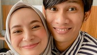 <p>Di usia pernikahan yang saat ini sudah menginjak 8 tahun, pasangan initampak semakinmesra dan kompak lho, Bunda. (Foto: Instagram @dhaturembulan)</p>