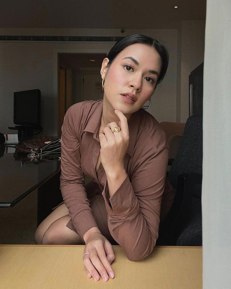 Raisa mengunggah sebuah foto memakai mini dress ketat. Yuk kita intip bagaimana penampilannya pakai dress ketat!