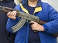Dua Bocah AS Bersenjata AK-47 Baku Tembak dengan Aparat