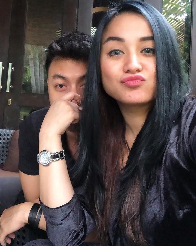 Juwita Bahar diketahui telah menikah dengan Deddy Putra pada tahun 2019 secara diam-diam. Yuk kita intip keharmonisan mereka!