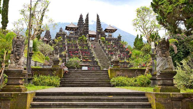 Kerajaan Bali merupakan kerajaan bercorak Hindu Buddha yang terletak di Pulau Bali. Kerajaan Bali memiliki sejumlah jejak peninggalan.