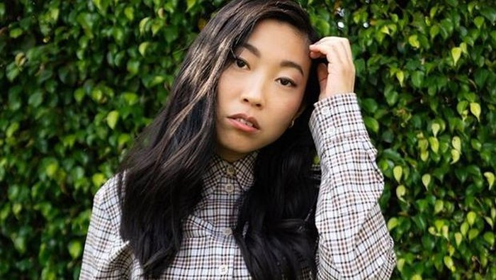 Super Unik! Begini Tips Make Up & Skin Routine Awkwafina, Bintang Crazy Rich Asian
