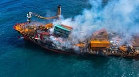 FOTO: Kapal Kargo Kimia Terbakar dan Tenggelam di Sri Lanka