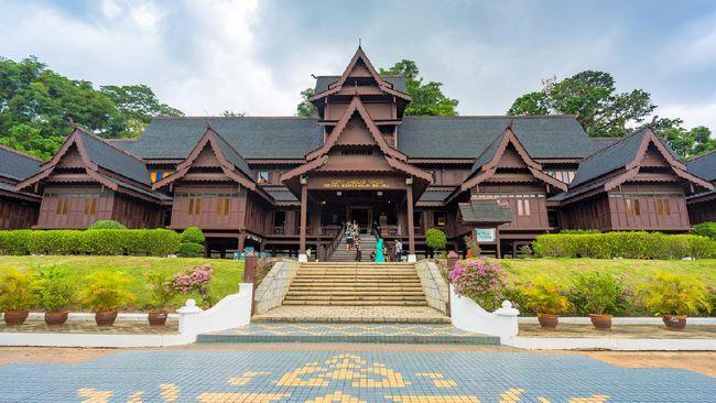Kerajaan Malaka adalah kerajaan di Semananjung Malaya yang berdiri pada abad ke-15 M. Sejarah Kerajaan Malaka dekat dengan Nusantara.
